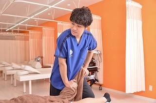 膝のオーバーユースによって起こる症状とテーピング・治療について!!